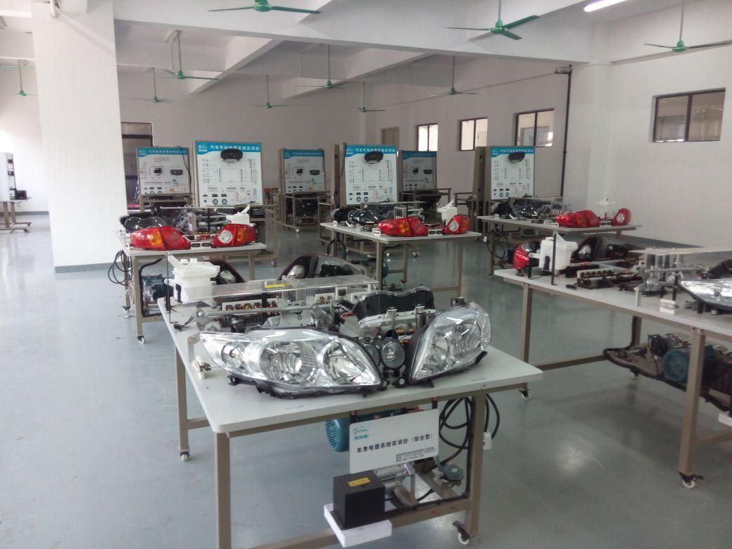 汽车电器实训室.jpg