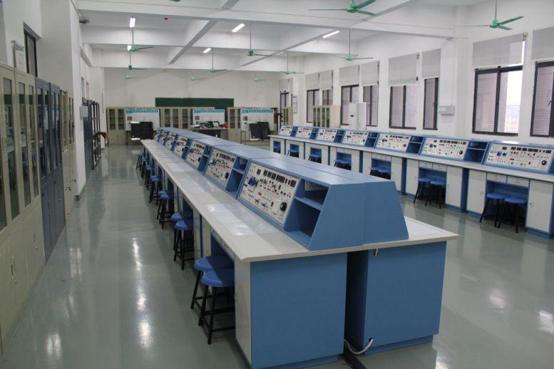 汽车电子电工实训室.jpg